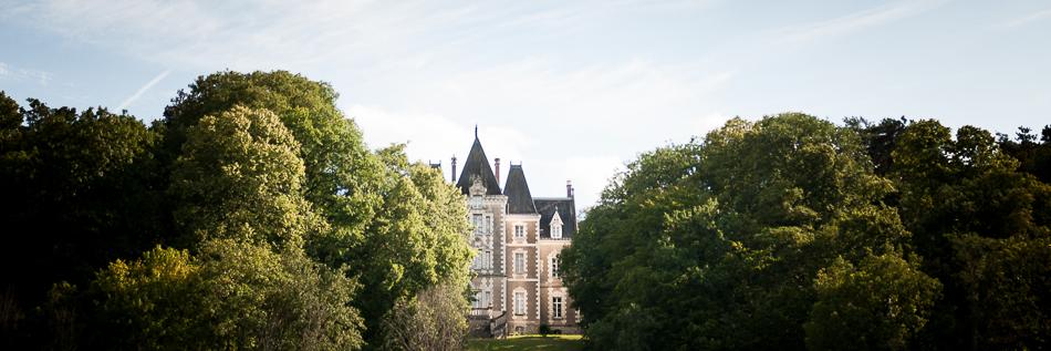 Château de Fontenay dominant le Cher.
